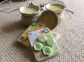 Two Glade Wax Melt Burners and three packs of wax's