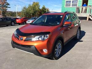 2015 Toyota RAV4 LTD AWD WITH LEATHER AND NAVIGATION!  RARE FIND