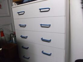 White chest with 5 drawers - free to collect