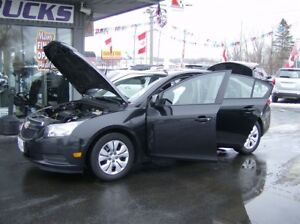2013 Chevrolet Cruze SUPER LOOKING SEDAN !! WE FINANCE !!