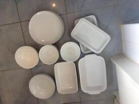 Assorted serving kitchenware set