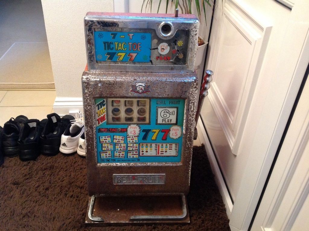 One armed bandit slot machine for sale / Playing craps as a profession