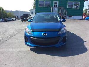 2010 Mazda 3 SKY-ACTIV TECHNOLOGY WITH AIR CONDITION!