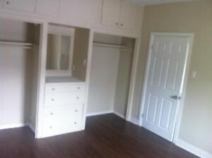 AFFORDABLE TOP FLOOR 3 BEDROOM RENTAL. MOVE IN TOMORROW! $1000