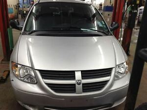 2005 Dodge Caravan SXT  ***LOW KM***