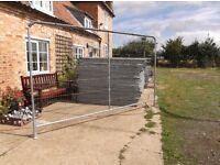 Heras style fencing with centre upright support