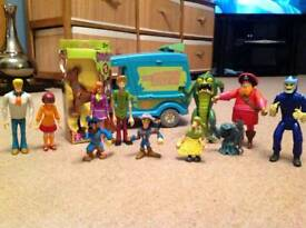 Scooby Doo figures and Mystery Machine