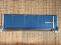 Dahl 556 A1 paper trimmer / guillotine