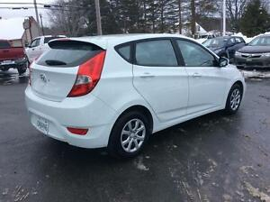 2014 Hyundai Accent GL 5 DOOR AUTOMATIC - SINGLE OWNER AND METIC