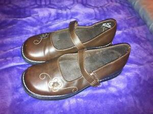 Girls size 1 brown shoes
