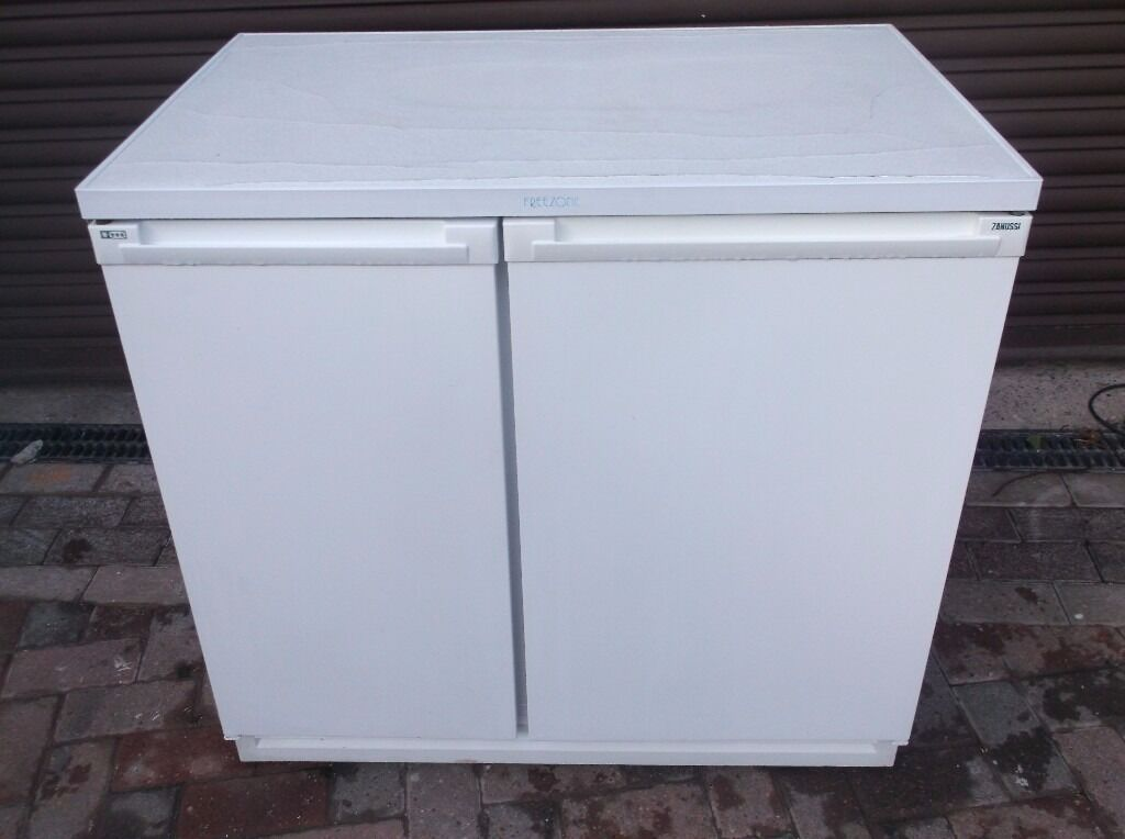 zanussi under counter frost free side by side fridge freezer 90cmwidth in sheffield south. Black Bedroom Furniture Sets. Home Design Ideas