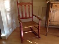 Chaise berçante style antique