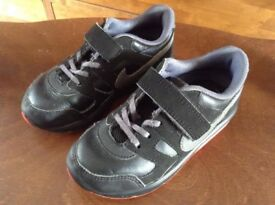 Children's Nike trainers size 9