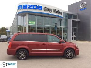 2015 Chrysler Town & Country S model, Nav, Heated leather, Dual