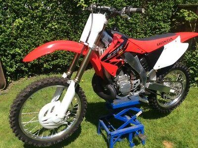 2004 Honda CR250R Motocross Bike