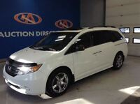 2011 Honda Odyssey Touring, leather, DVD, navigation and sunroof