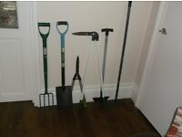 A selection of 6 garden tools