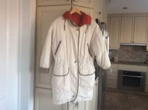 REVERSIBLE DOWN WINTER COAT WITH HOOD SIZE MEDIUM