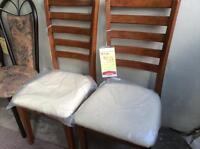 2 chaises rembourrées NEUVES réduit 63%, doit partir vite