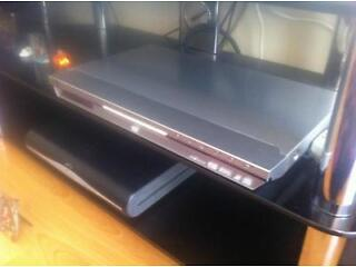 Jvc cd and dvd player nice looking and very slim.