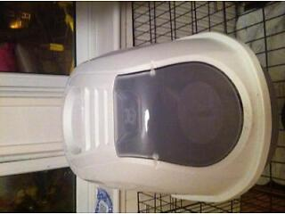 Hooded litter tray with door