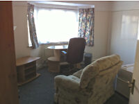 Large part furnished dbl room /small en-suite
