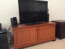 Solid rosewood tv cabinet with Hitachi 32 inch screen. TV
