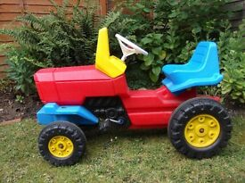 Sit-on peddel tractor for 3 to 7 yrs