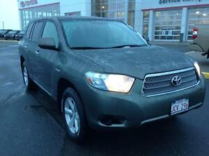 2009 Toyota Highlander hybrid HYBRID Mint condition!