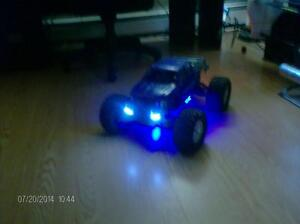 BEAU GROS MONSTER TRUCK MGT8.0 4WD NITRO + DX3C RTR