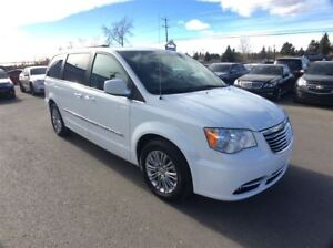 2016 Chrysler Town & Country / TOURING / DVD'S / LEATHER / POWER