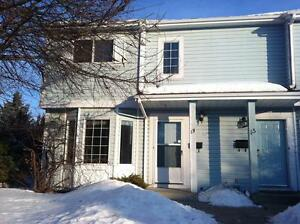Amazing VALUE for this spacious 3 Bed 2.5 Townhouse $1250!!