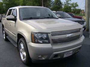 2009 Chevrolet Avalanche 1500 CREW 4X4 IN GREAT SHAPE !!