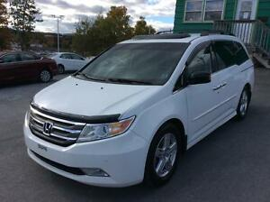 2011 Honda Odyssey TOURING PACKAGE WITH DVD - WOW WHAT A SCORE!