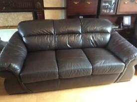 3 seater real leather suite & 2 matching armchairs in very good condition. Dark brown