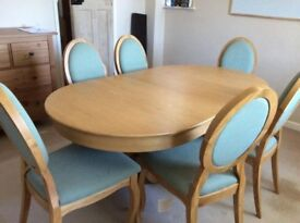 Oak dinning table and 6 chairs, extendable
