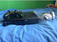 Xbox360 500gb with headphones and controller