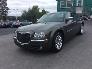 2010 Chrysler 300 LIMITED RWD WITH LEATHER AND SUNROOF - RIDE IN