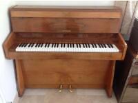 Gloss walnut Mignon upright piano