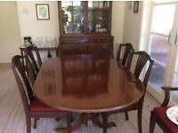 Dining Room table: 6 chairs (4 standard chairs & 2 carver chairs) removable insert