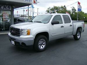 2010 GMC Sierra 1500 CREW CAB 4X4 !! WE FINANCE !!
