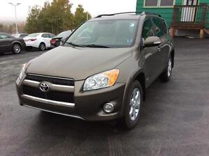2009 Toyota RAV4 LIMITED AWD WITH LEATHER AND SUNROOF - RARE FIN