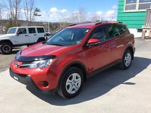 2015 Toyota RAV4 LE AWD - FRESH OFF LEASE WITH LOW LOW KM'S!