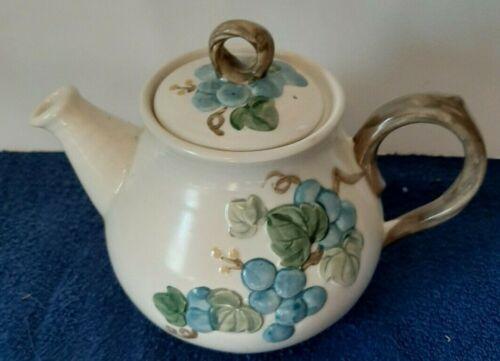 Metlox Poppytrail Sculptured Blue Grape Teapot  California 1963-1968 very nice