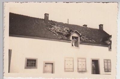 (F28996) Orig. Foto zerstörtes Dach eines Hauees 1939