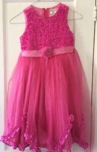 Robes de fillette à vendre