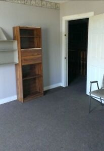 WELLAND ROOMS $450 ALL INCLUSIVE VERY LARGE ROOM WITH INTERNET