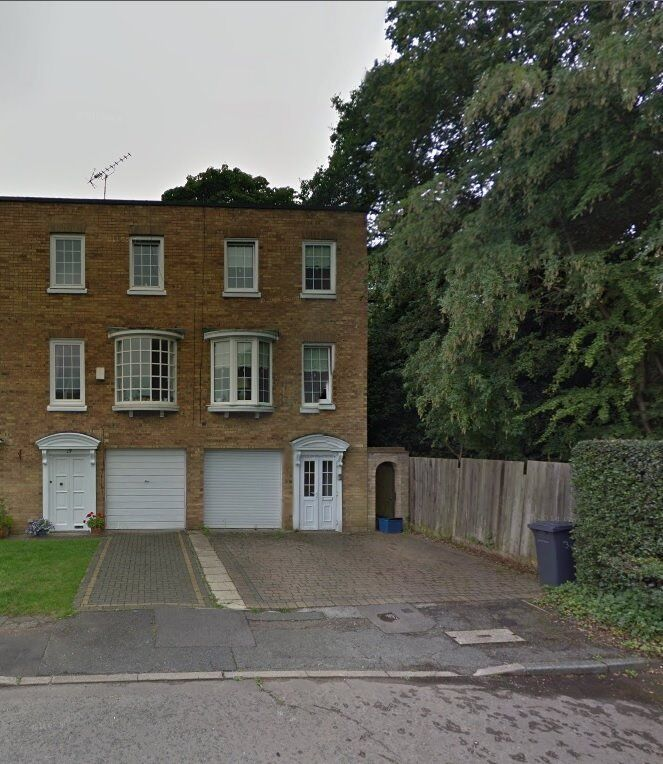 Spacious town house in woodford green on Hawthorns Roaad