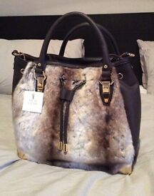 Faux fur and leather handbag New Look brand new with gold detailing and shoulder strap