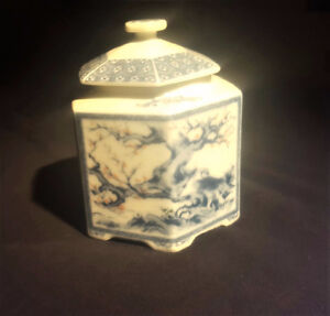 UNDERGLASED BLUE & RED ON WHITE SIX SIDED JAR WITH LID